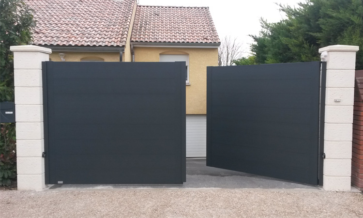 installateur de portail en aluminium sur toulouse portail claustralu. Black Bedroom Furniture Sets. Home Design Ideas